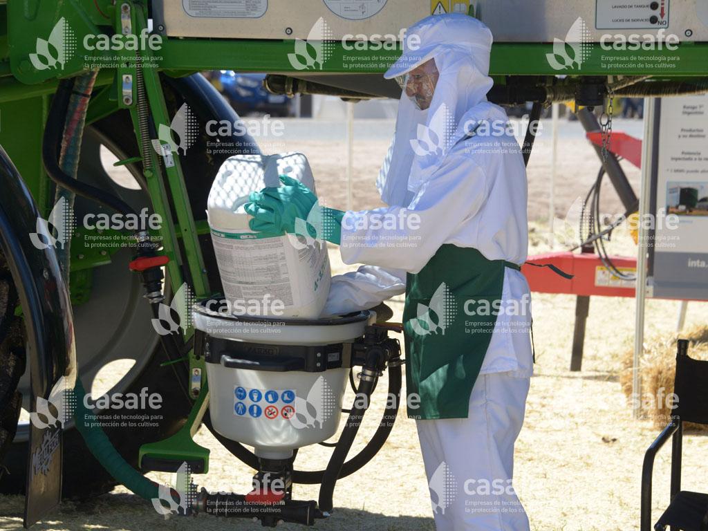 paso 1a lavado a presion de envases vacios de fitosanitarios