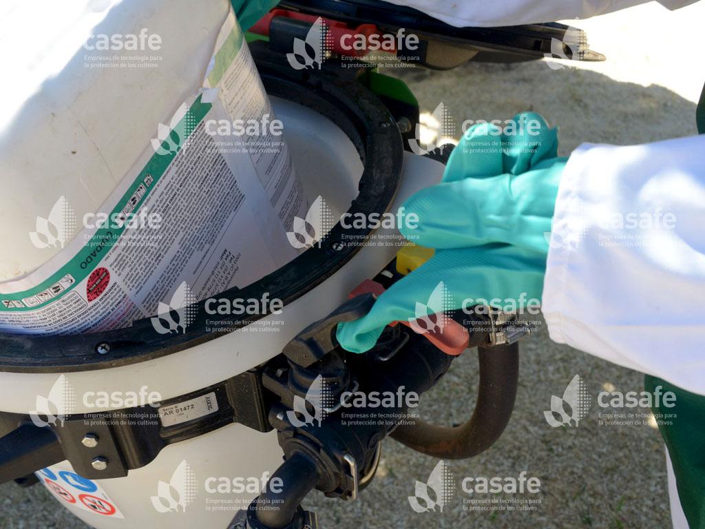 paso 1b lavado a presion de envases vacios de fitosanitarios