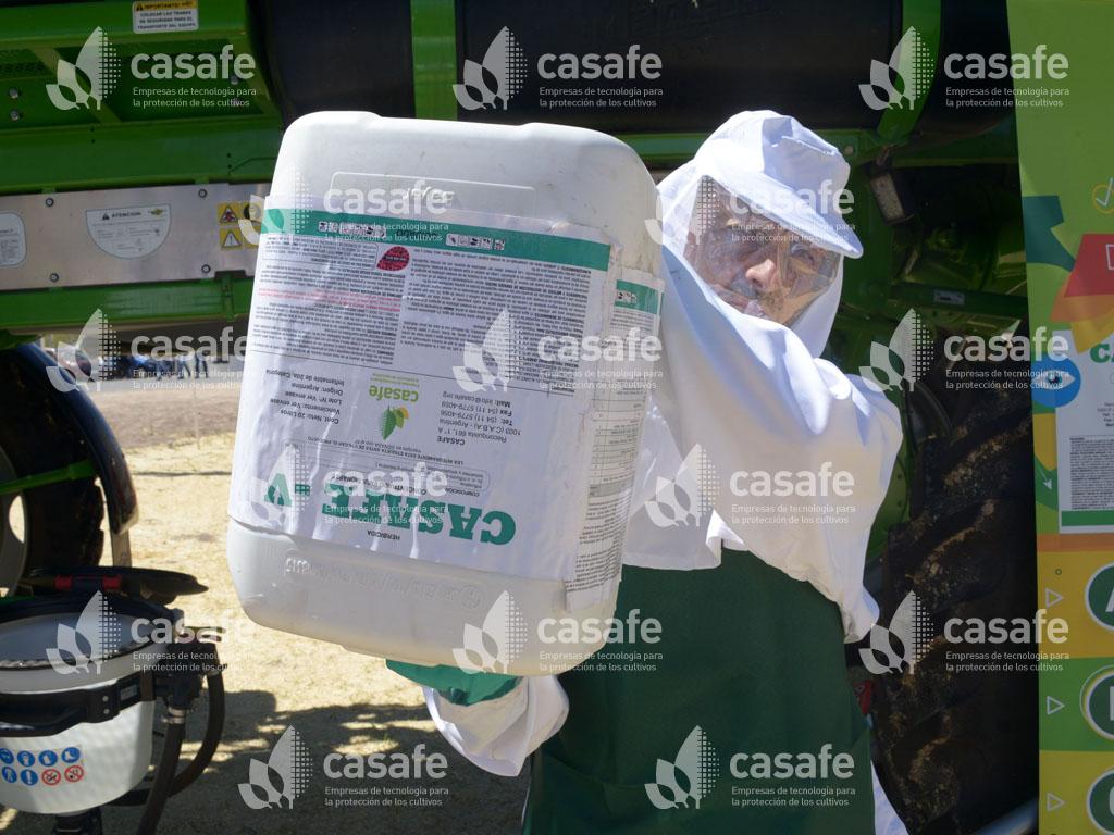 paso 2 del triple lavado de envases vacios de agroquimicos glifosato
